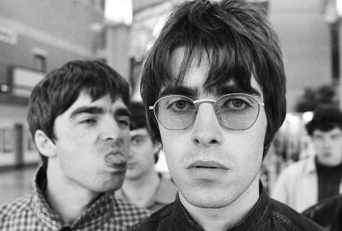 Liam Gallagher e Noel Gallagher (Oasis)