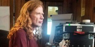 Dave Mustaine em estúdio com o Megadeth
