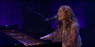 Regina Spektor no programa Late Night with Seth Meyers