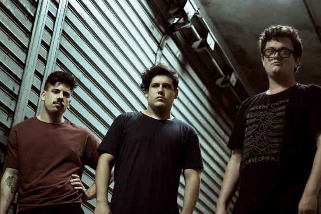 A banda The Scuba Divers, da esquerda para a direita: Maurício Teles, Daniel Teles e Gabriel Ramacciotti
