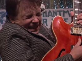Marty (Michael J. Fox) toca Johnny B. Goode no filme