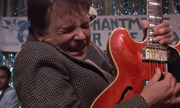 Marty (Michael J. Fox) toca Johnny B. Goode no filme