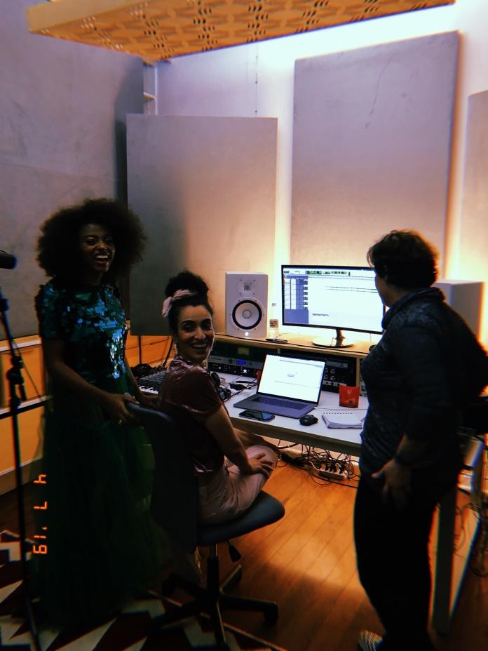 Bibi Caetano grava na Casa de Música - Escuta As Minas
