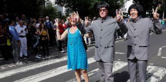 Fãs de Beatles em Abbey Road