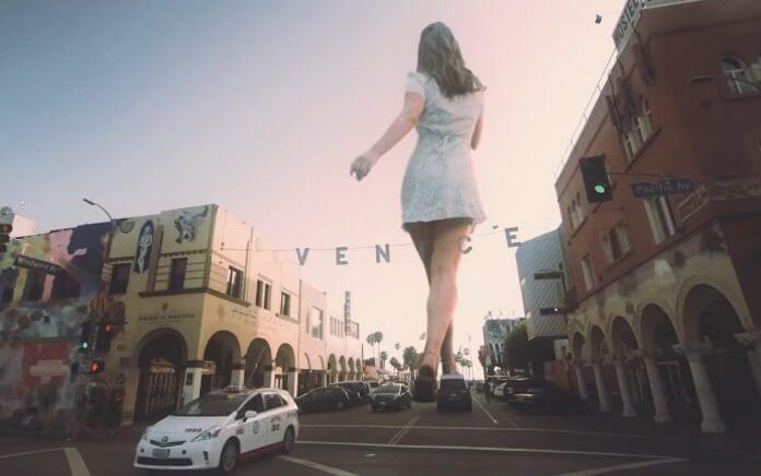 Lana Del Rey no clipe de Doin Time