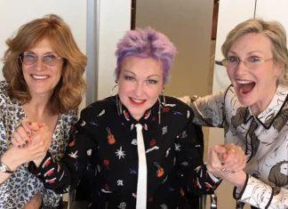 Carol Leifer escreveu seriado com Cyndi Lauper e Jane Lynch