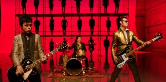 "Clipe de ""Father Of All..."" (Green Day)"