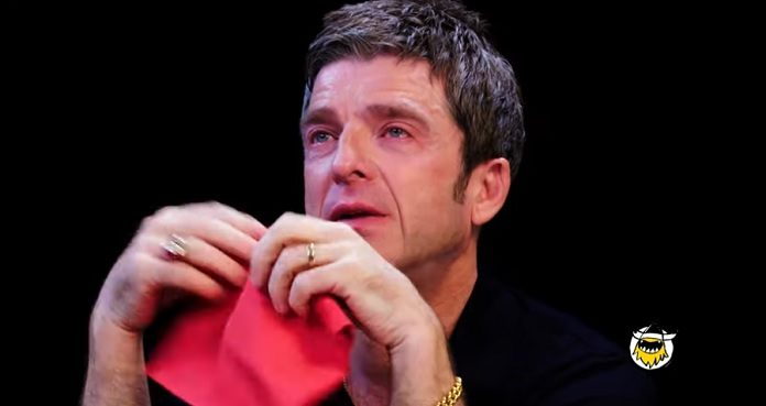 Noel Gallagher Chorando