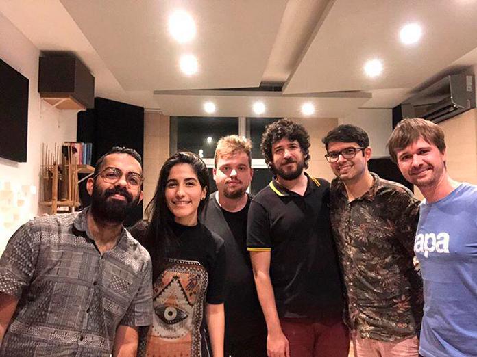 A equipe da Milk na gravação do episódio 11 do Fast Forward Podcast