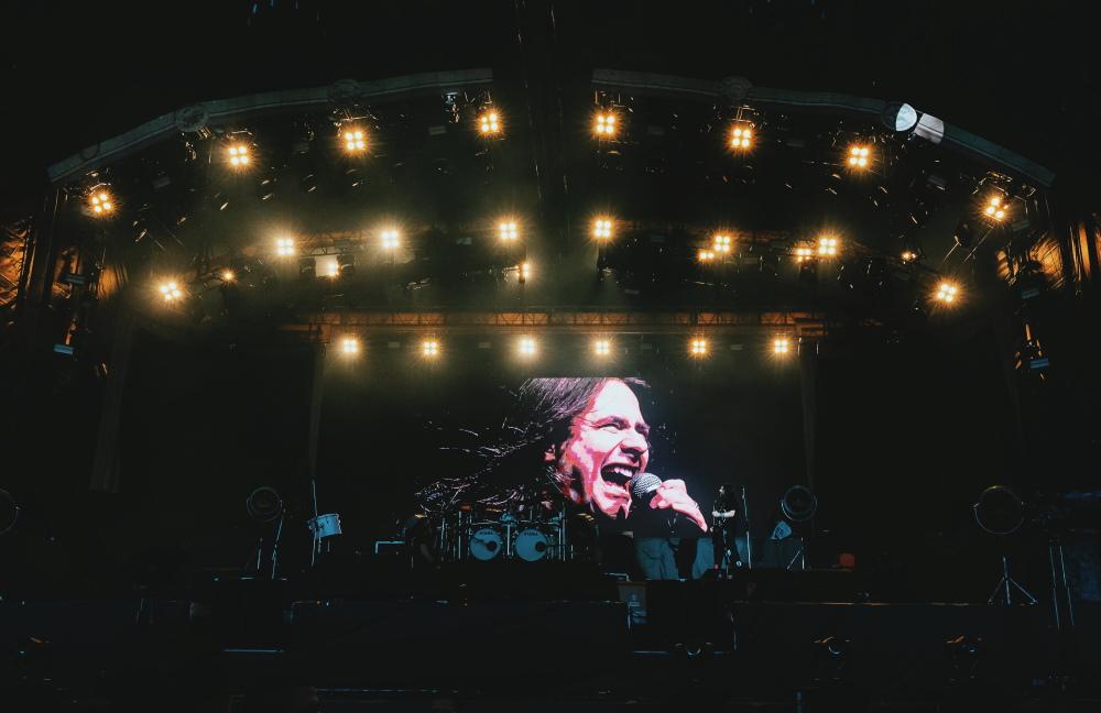 Homenagem a André Matos no show do Sepultura