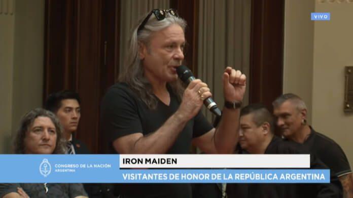 Bruce Dickinson com o Iron Maiden na Argentina