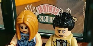 Friends de LEGO: Ross e Rachel no Central Perk