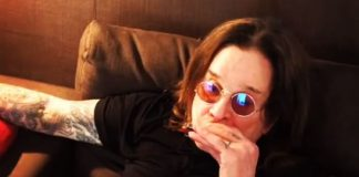 Ozzy Osbourne tocando gaita