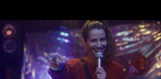 Natália Noronha em novo clipe de Sandro