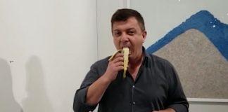 homem banana arte