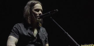 Myles Kennedy toca Hallelujah, de Jeff Buckley