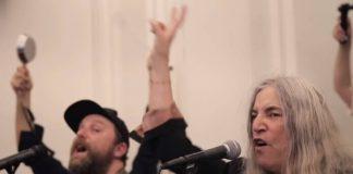 Patti Smith canta com coral