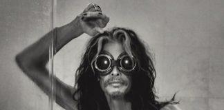Steven Tyler, do Aerosmith, fica nu em ensaio
