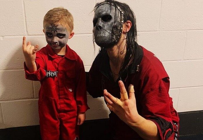 Caleb com Jay Weinberg, baterista do Slipknot