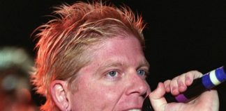 Dexter Holland com o Offspring em 2001