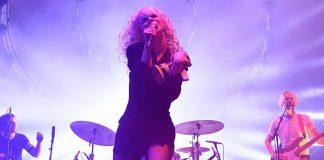 Hayley Williams com o Paramore em 2015