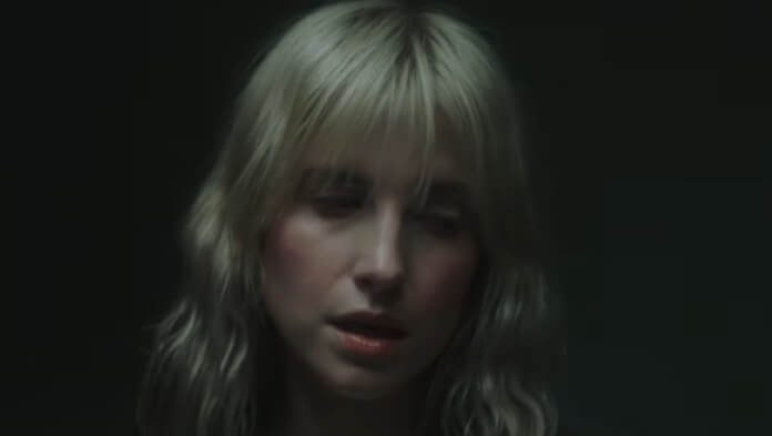 Hayley Williams - Simmer