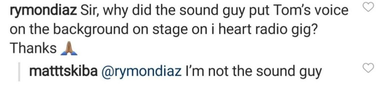 Matt Skiba responde fã sobre playback de Tom DeLonge
