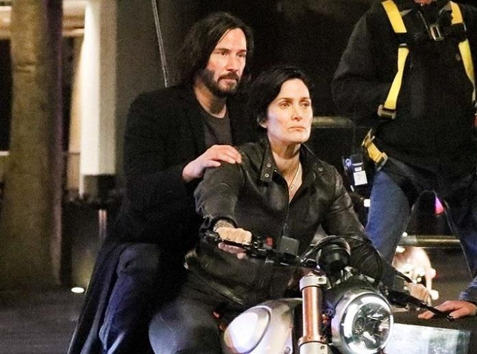 Neo (Keanu Reeves) e Trinity (Carrie-Anne Moss) Matrix 4