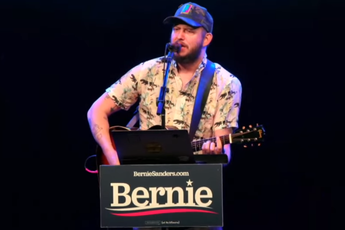 Bon Iver em evento de apoio a pré-candidato Bernie Sanders nas primárias democratas
