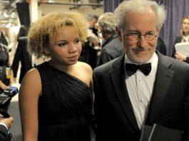 Mikaela e Steven Spielberg