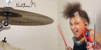 Nandi Bushell toca blink-182 na bateria