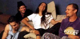 Red Hot Chili Peppers com o guitarrista Dave Navarro