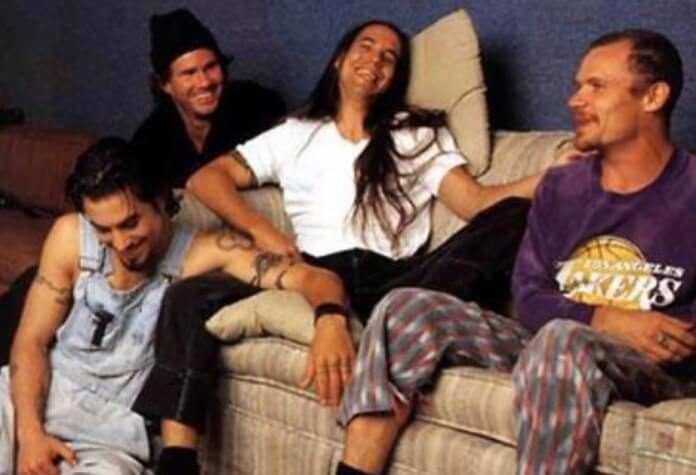 Red Hot Chili Peppers com o guitarrista Dave Navarro