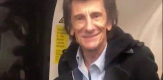 Ronnie Wood (Rolling Stones) no metrô