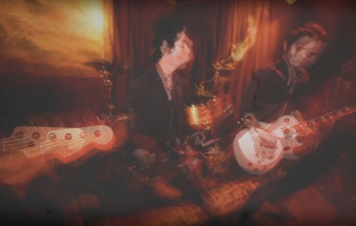 Billie Joe Armstrong toca Johnny Thunders