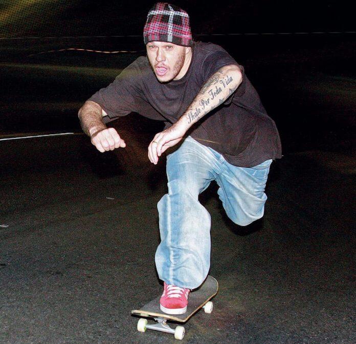 Chorão andando de skate
