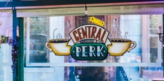 Set do Central Perk de Friends na Warner
