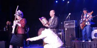 Kirk Hammett em duelo de Wah Wah