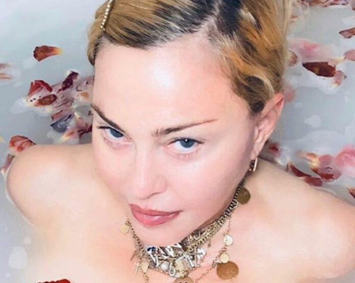 Madonna na banheira