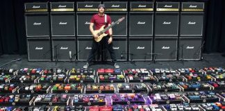 Rob Scallon e a maior pedalboard do mundo