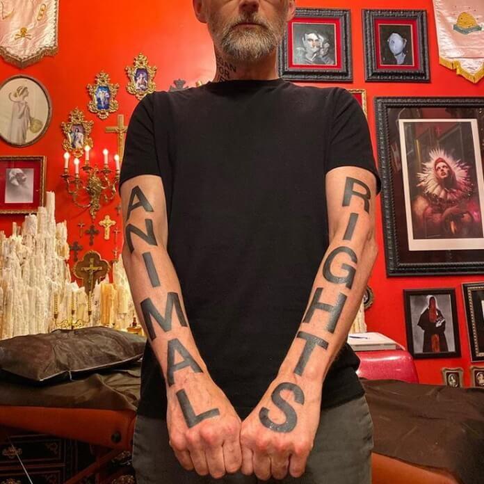 Moby mostra tatuagem de Kat Von D
