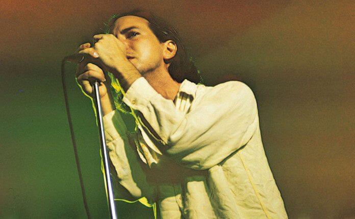 Eddie Vedder com o Pearl Jam em 1996