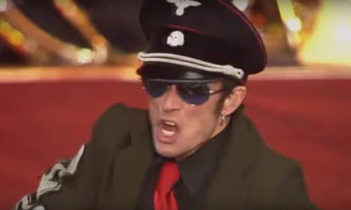 Scott Weiland com o Velvet Revolver