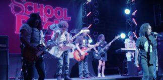 Slash surpreende crianças da Escola de Rock