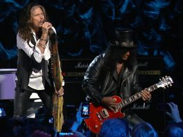"""Steven Tyler e Slash tocando """"Dream On"""""""