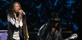 "Steven Tyler e Slash tocando ""Dream On"""