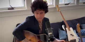 Billie Joe Armstrong toca Green Day