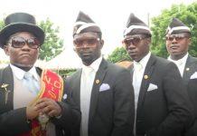 Carregadores de caixão em Gana