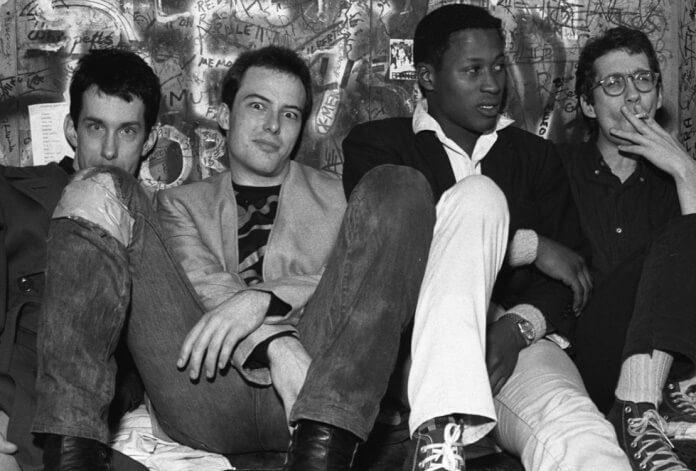 Formação clássica do Dead Kennedys (East Bay Ray, Jello Biafra, D.H. Peligro, Klaus Flouride)