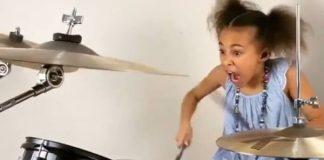 Nandi Bushell toca Twenty One Pilots